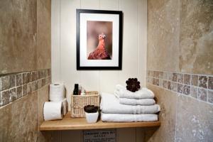August Farmhouse Garden Cabin Shower room 2