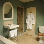 The Kingham Plough Bathroom 2