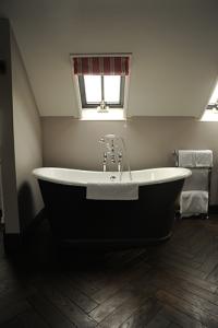 The Kingham Plough Bathroom