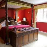 The-Cotswold-Plough-Four-Poster-Room